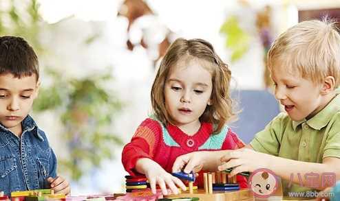 孩子爱攀比爱炫耀应该怎么办 孩子爱攀比的原因是什么