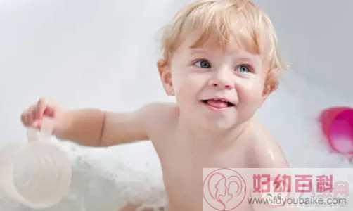 夏天给宝宝洗澡容易踩哪些雷 夏天宝宝洗澡的正确姿势