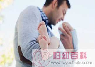 宝宝经常抱着好不好 生下来不怎么抱的宝宝会怎么样
