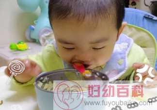 宝宝会自己吃饭的朋友圈说说 宝宝自己动手吃饭开心感言句子