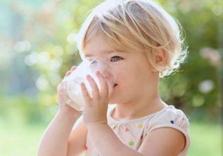 宝宝吃饭时需要喂水吗 吃饭时能喝汤吗