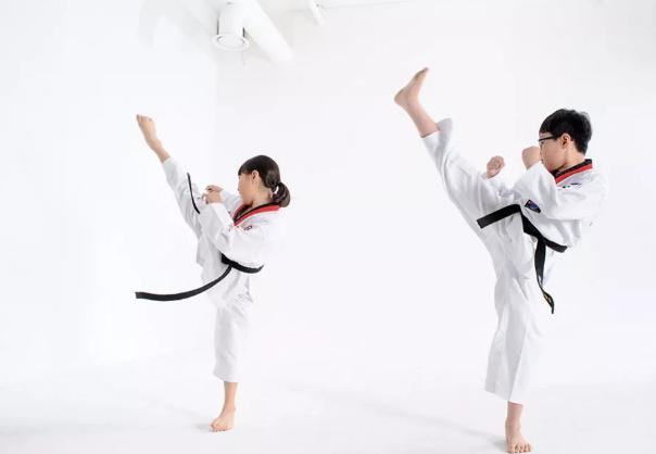 跆拳道对小孩身高有影响吗 压柔韧会不会影响孩子长个儿