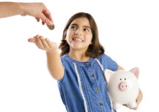 宝宝到了这个年纪就可以给孩子零花钱了 怎么给孩子零花钱是门学问