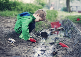 太强调要孩子干净可能毁了孩子 孩子身上经常脏就不好吗