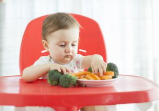 宝宝有什么表现说明该补充维生素了  如何正确的给宝宝补充维生素