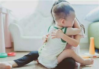 大宝为什么很容易闹情绪 促进二宝之间关系的小游戏