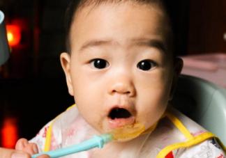 八个月宝宝一天辅食怎么安排 8个月宝宝能吃哪些辅食