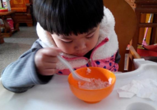 宝宝2岁前不能吃什么 两岁前不能吃的辅食汇总