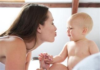 宝宝爱玩拼图好处多  提升智力强化逻辑